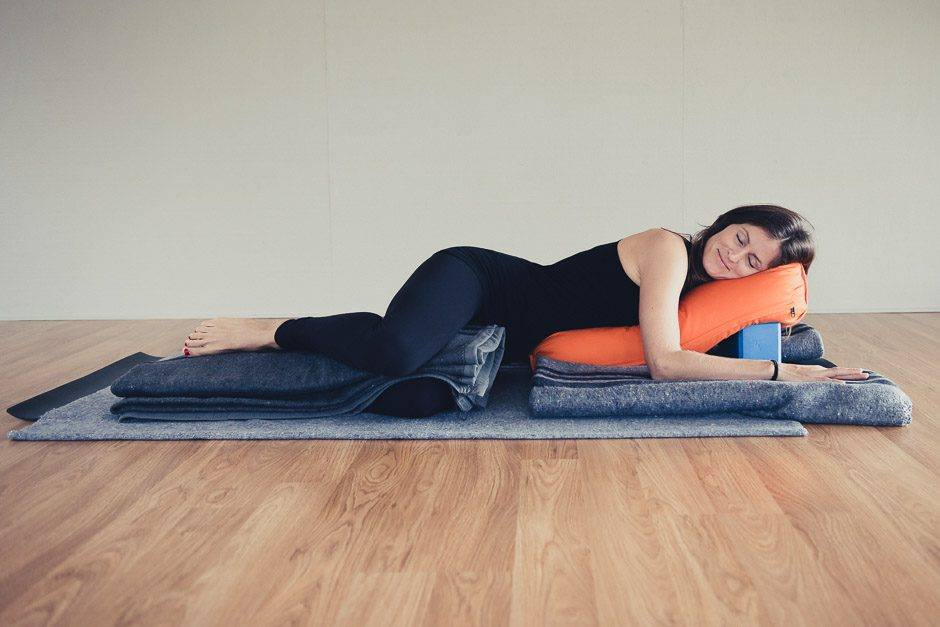Règles douloureuses restorative Yoga restaurative Yoga